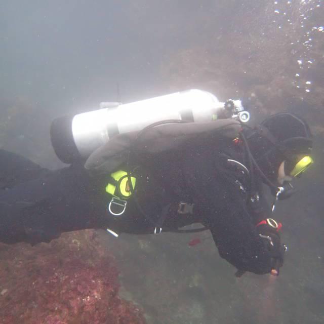可惜是冬天潛,Backmount氣囊又只有一套 不然應該來下個雙瓶的